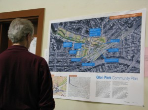 A resident inspects one of the City´s posters at an April 2009 meeting at Glen Park Elementary School.
