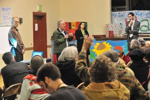 Neighbors address questions to Rec and Park Representatives. Photo by Michael Waldstein.